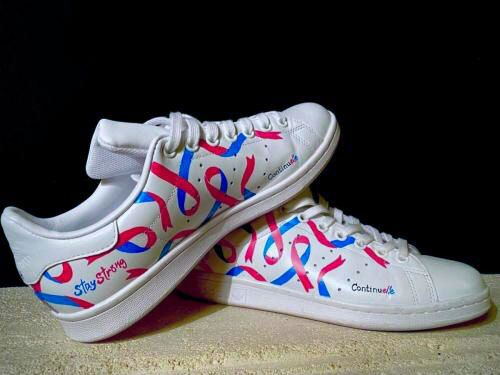 """<p class=""""shoes"""">La paire de Stan Smith : </p><br><p class=""""marque""""> 110 euros</p>"""